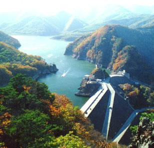 下辖本溪,桓仁两个满族自治县和平山,明山,溪湖,南芬四个城区及一个省