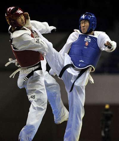 跆拳道选手朱国(右)