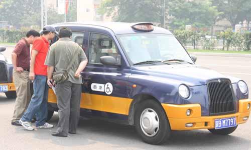 10辆福特全顺残疾人出租车以及由桑塔纳3000改装的30辆残疾人出租车.
