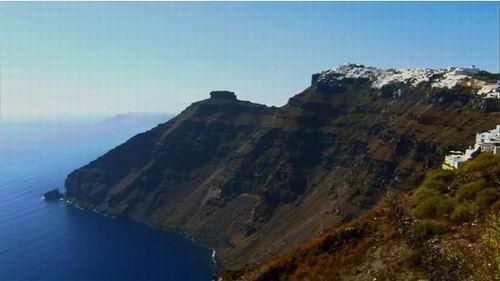 他们要翻过整座火山,才能到达硫磺岛.