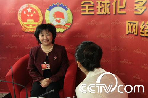 全国人大代表李悦娥:推出小额妇贷支持女性创