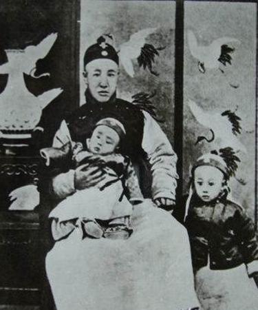 溥仪的父亲和弟弟溥杰-末代皇帝溥仪和他的家人们