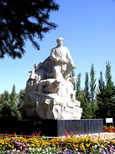 高台烈士陵园内雕塑