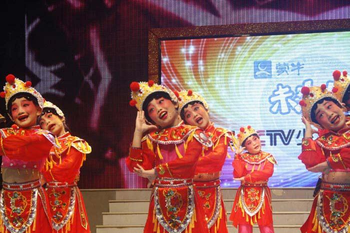 儿童组表演唱《花木兰》