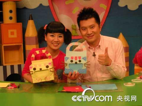 彩色卡纸小朋友做手工   用卡纸做手工   用海绵纸做的粘贴
