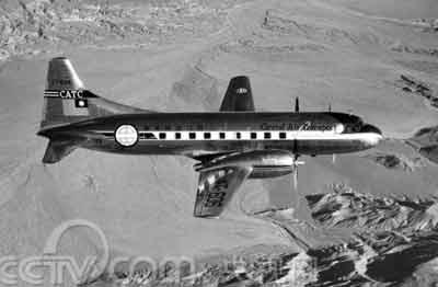 1949年的深秋,两位神秘的旅客登上这架喷涂着原国民党政府标志的飞机