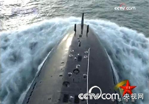 我潜艇部队实弹演练 水下导弹攻敌海面舰队